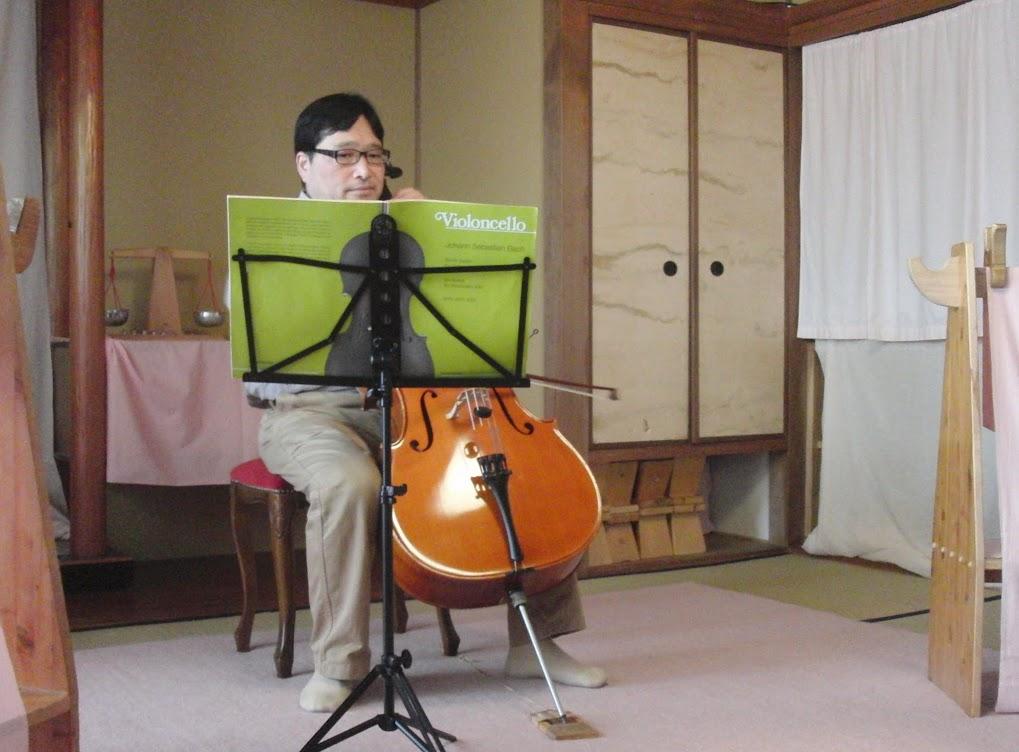 チェロ演奏.JPG